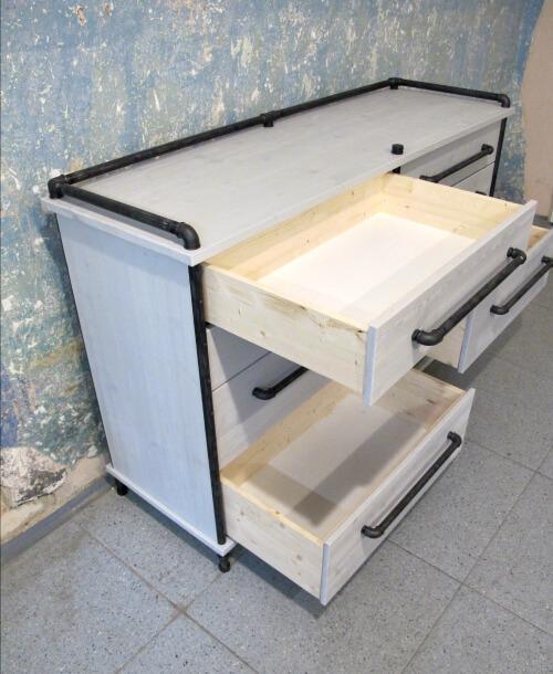 Designová šatní komoda z vodovodních trubek