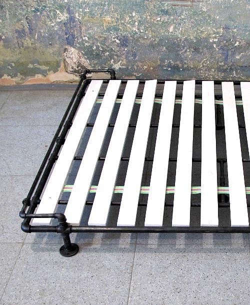Steampunková postel Joseph