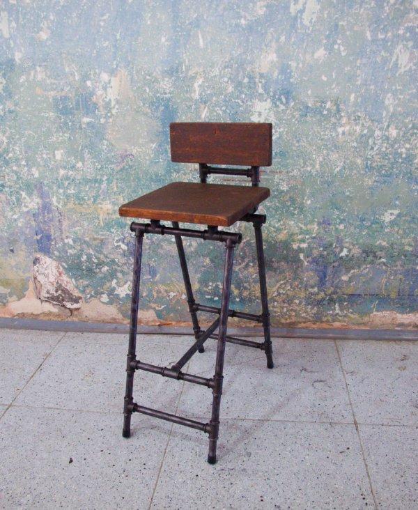 Steampunková barová židle Ravelin - červotoč