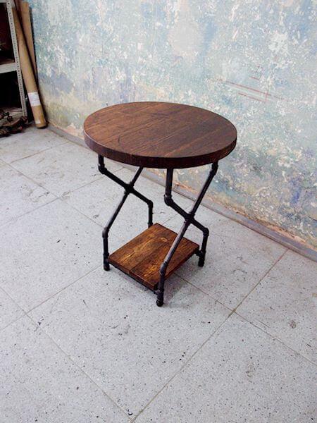 Industriální noční stolek X-NACHT - červotoč
