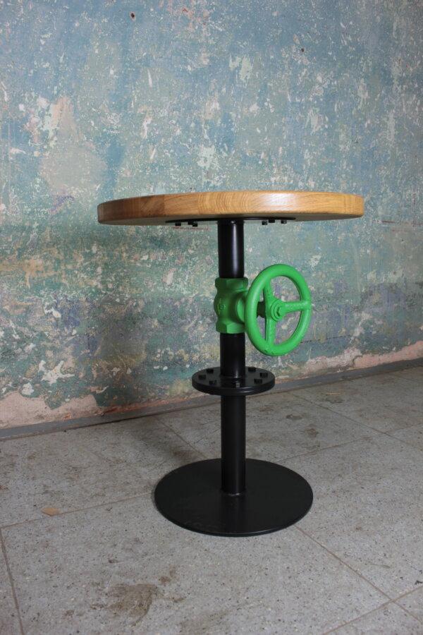 Barový stolek s kohoutem